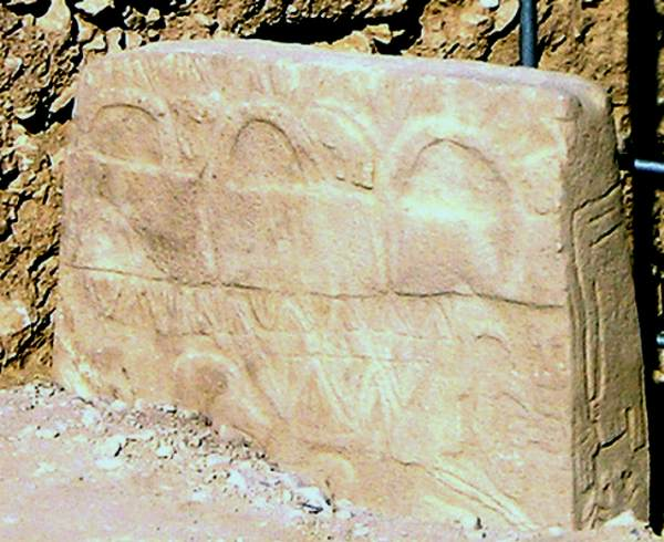The top of a carved megalith at Göbekli Tepe. Based on an image by Flickr user Verity Cridland, used under a Creative Commons Attribution 2.0 license.